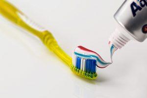 משחת שיניים על חצ'קונים